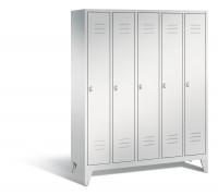 C+P Garderobenschrank, die Klassischen, Abteilbreite 300 mm, 5 Abteile, mit Füßen Lichtgrau RAL 7035 / Lichtgrau RAL 7035