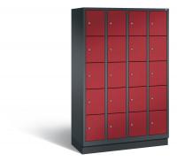 C+P Schließfachschrank, die Klassischen, Abteilbreite 300 mm, Anzahl Fächer 20, mit Sockel Schwarzgrau RAL 7021 / Rubinrot RAL 3003