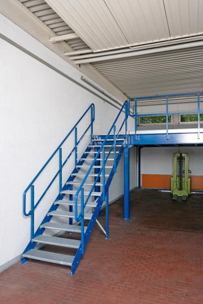 Treppenpodest für Lagerbühnen inkl. Geländer