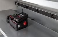 Elektro-Einlegeboden und Steckdosenleiste für Akkuladeschränke