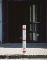 Vierkant-Sperrpfosten aus Stahl zum Herausnehmen, mit Dreikantschloss, 70 mm Breite Weiß/Rot